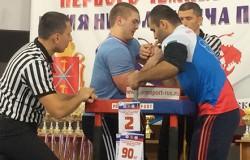 Михаил Симоненко стал победителем всероссийского турнира по армрестлингу