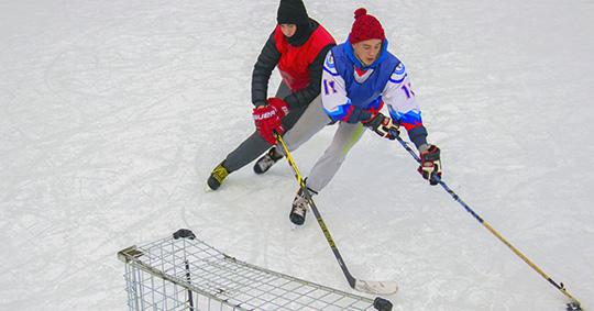 """""""Смена"""" забросила """"Фокинке"""" 33 шайбы в любительском турнире по хоккею"""