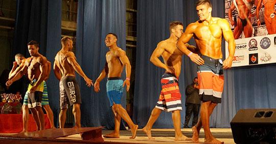 Жителей Брянска пригласили на традиционные осенние соревнования бодибилдеров
