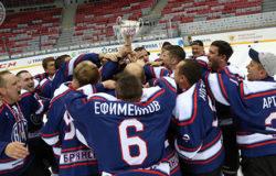 Брянские хоккеисты БМЗ выиграли Кубок Ночной Хоккейной Лиги