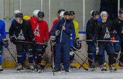 Брянские хоккеисты сыграли вничью два товарищеских матча в Белгороде