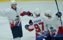 """Хоккейный """"Брянск"""" дважды обыграл МХК """"Липецк"""" и довел победную серию до пяти матчей"""