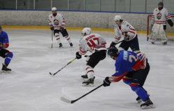 Брянские хоккеисты не смогли взять очки в домашних играх с лидером НМХЛ