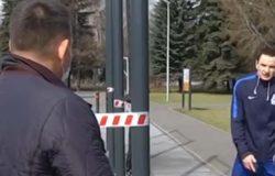 Тренировка экс-хоккеиста на закрытой из-за коронавируса спортплощадке закончилась матерной перепалкой с мэром