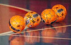 На победу в областном первенстве по мини-футболу претендуют четыре команды