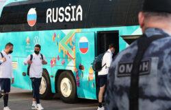 Сборную России по футболу в Москве встретил ОМОН
